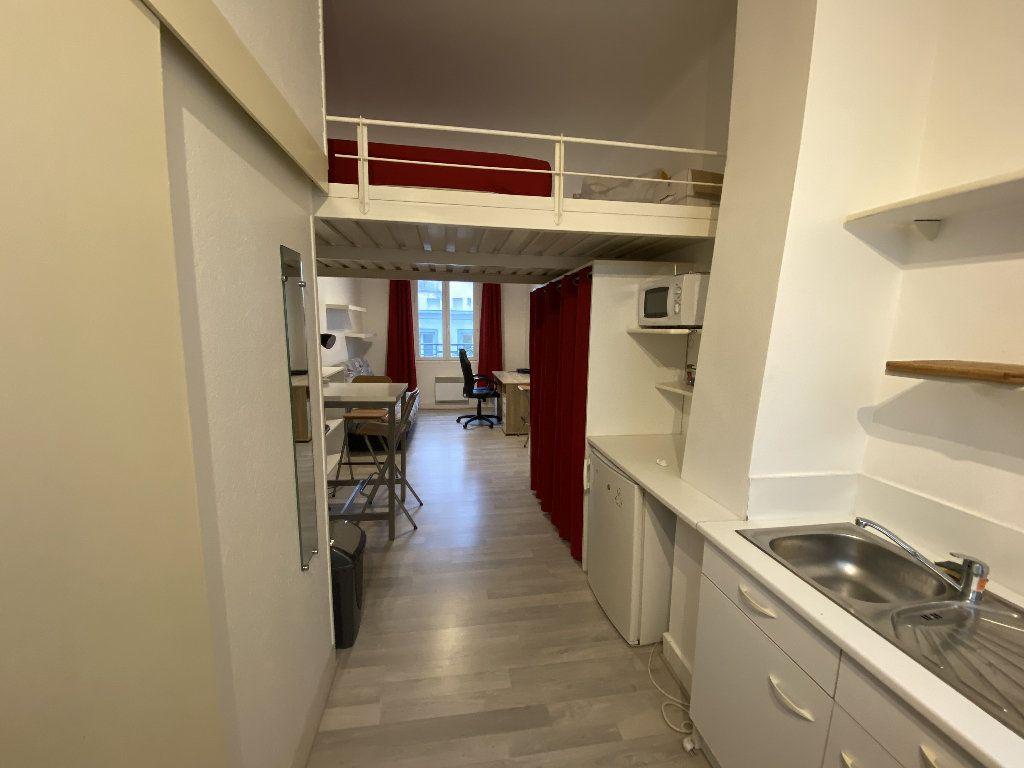 Appartement à louer 1 22m2 à Lorient vignette-2