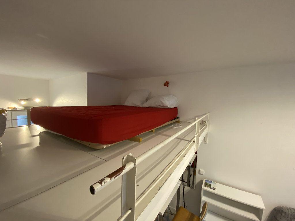 Appartement à louer 1 22m2 à Lorient vignette-3