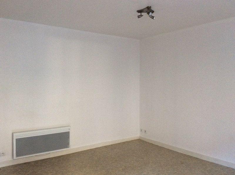 Appartement à louer 2 45m2 à Lorient vignette-4