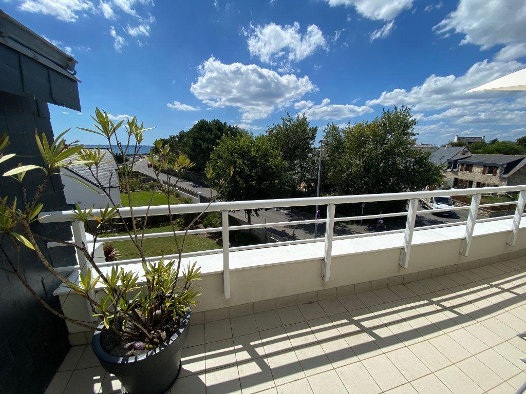 Appartement à louer 4 100m2 à Larmor-Plage vignette-2