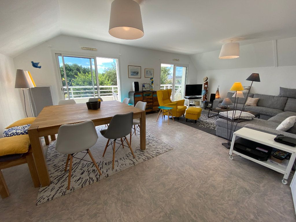 Appartement à louer 4 100m2 à Larmor-Plage vignette-4