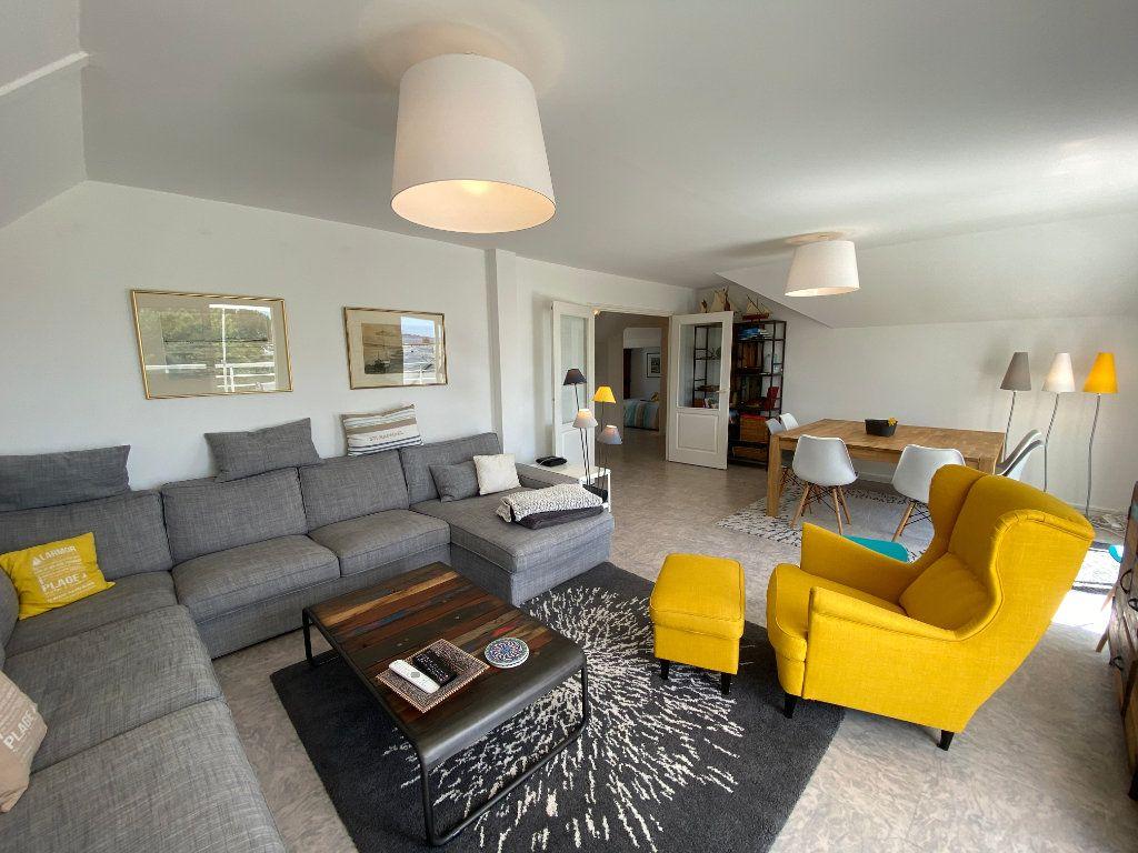 Appartement à louer 4 100m2 à Larmor-Plage vignette-6