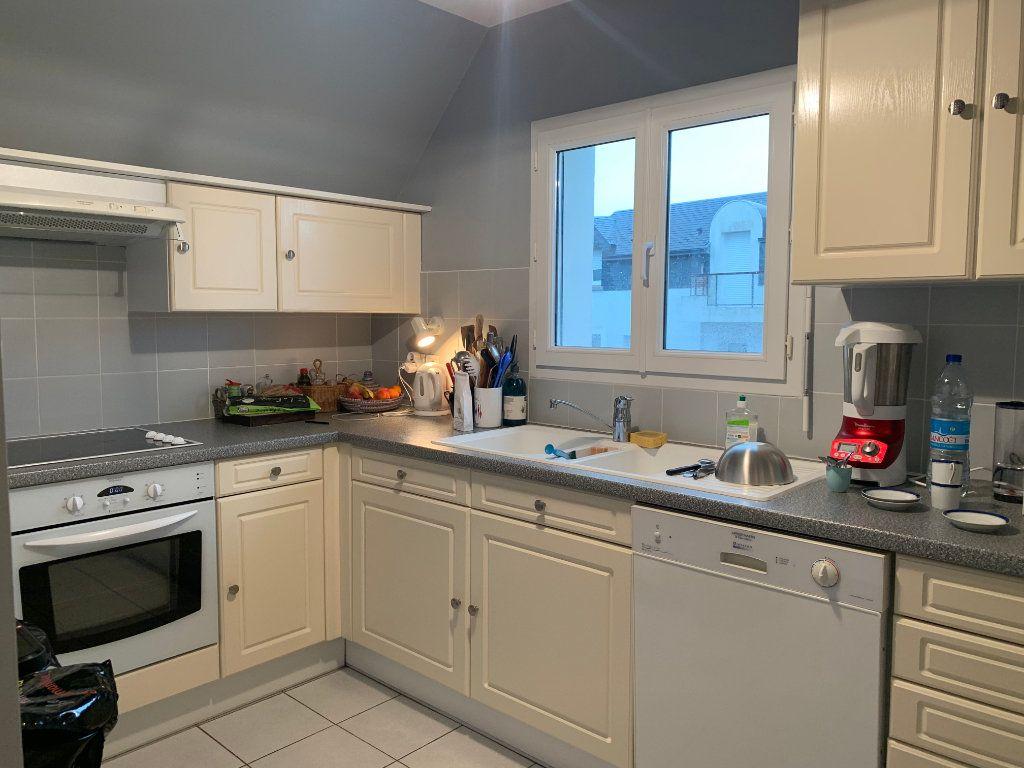 Appartement à louer 4 100m2 à Larmor-Plage vignette-8
