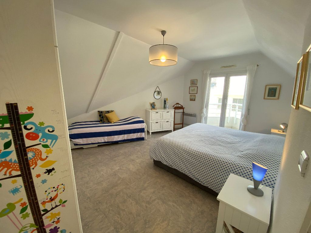 Appartement à louer 4 100m2 à Larmor-Plage vignette-9