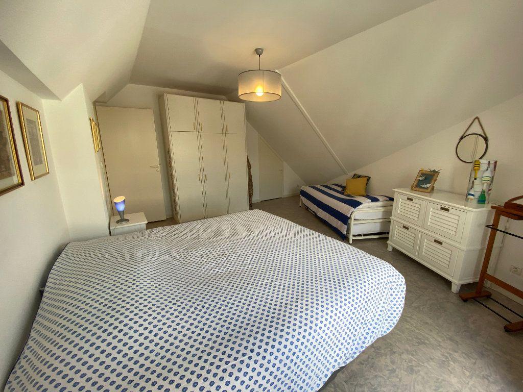 Appartement à louer 4 100m2 à Larmor-Plage vignette-10