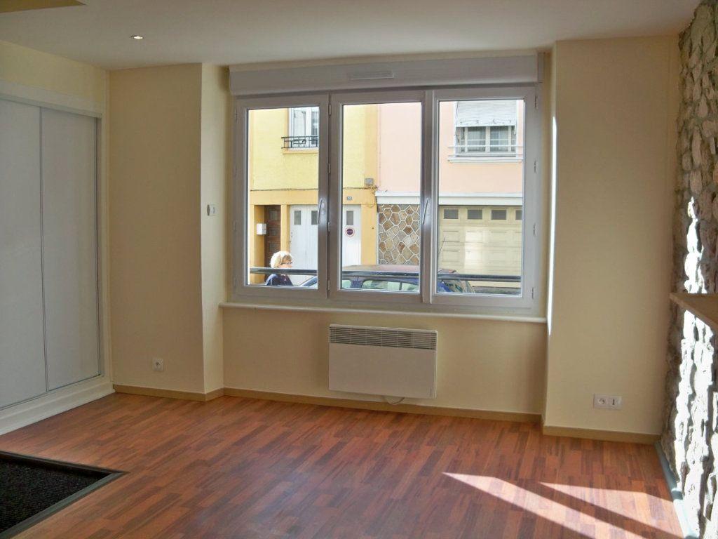 Appartement à louer 2 33m2 à Lorient vignette-1
