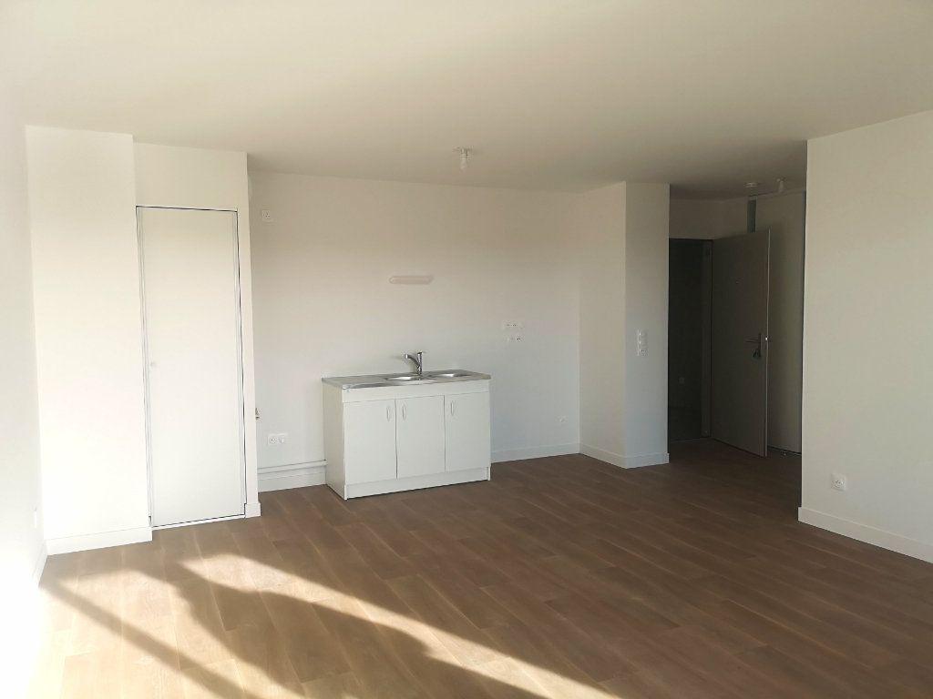 Appartement à louer 3 63.16m2 à Hennebont vignette-2