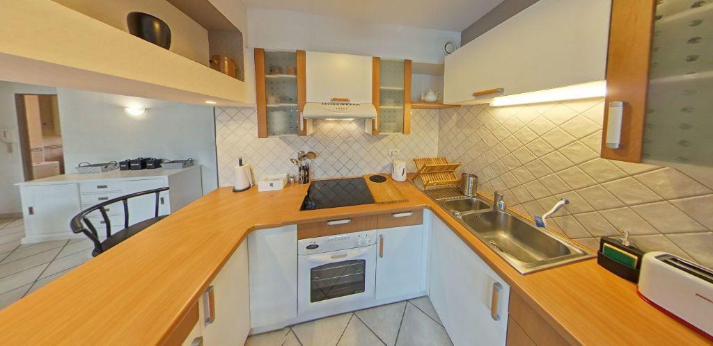 Appartement à louer 3 58.37m2 à Lorient vignette-3