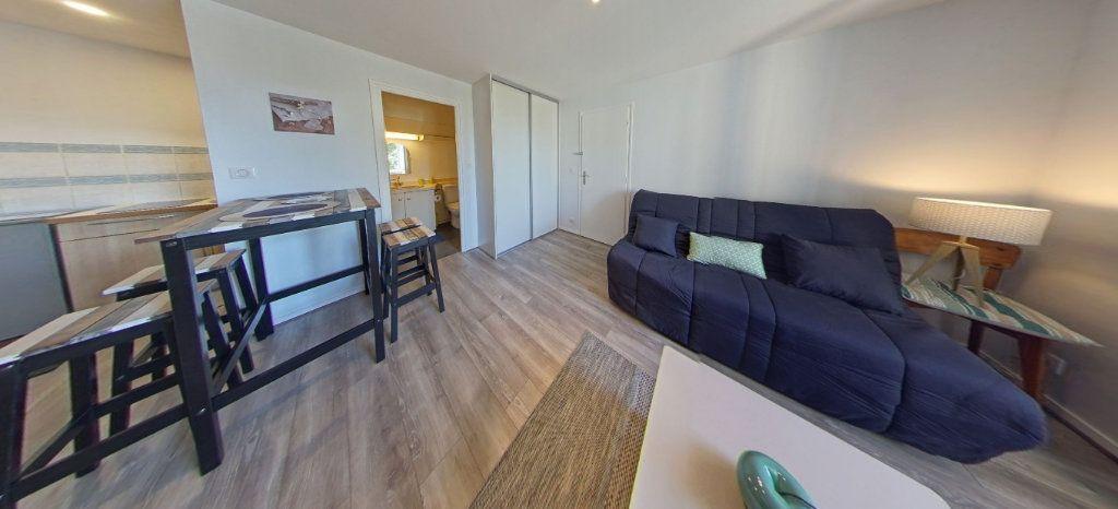 Appartement à louer 1 25m2 à Larmor-Plage vignette-2