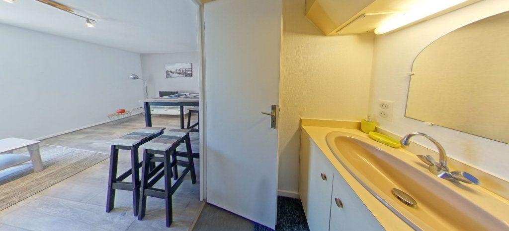 Appartement à louer 1 25m2 à Larmor-Plage vignette-7