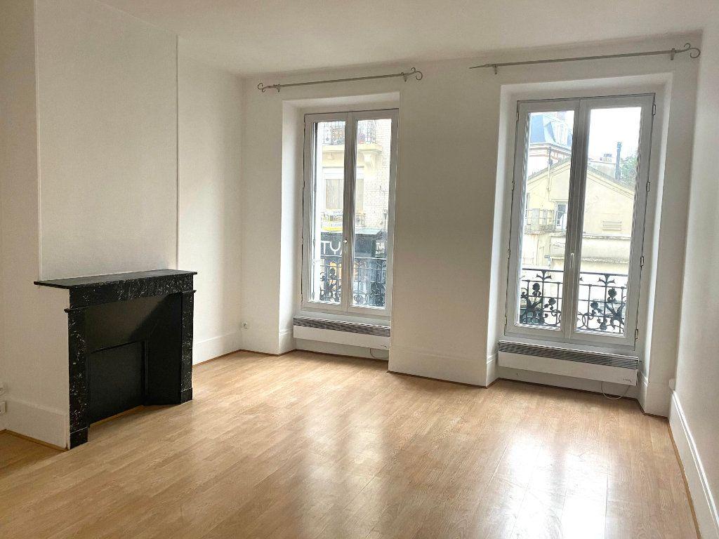 Appartement à louer 2 39.45m2 à Les Lilas vignette-1