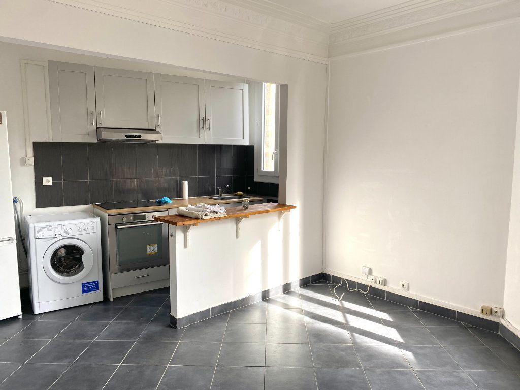 Appartement à louer 2 31.3m2 à Les Lilas vignette-1