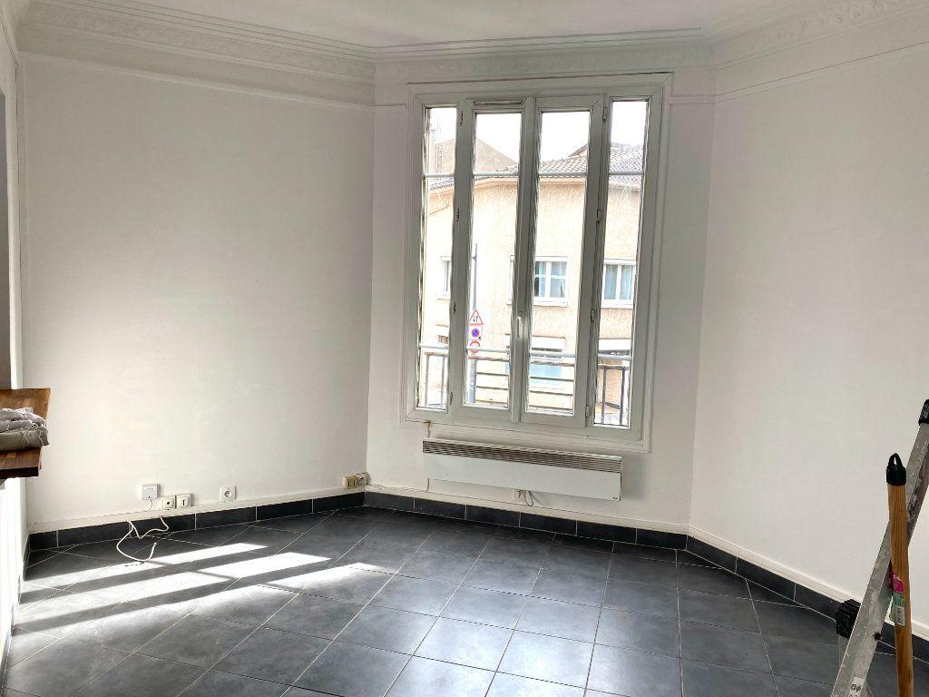 Appartement à louer 2 31.3m2 à Les Lilas vignette-3