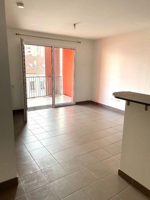Appartement à louer 2 39.8m2 à Les Lilas vignette-1