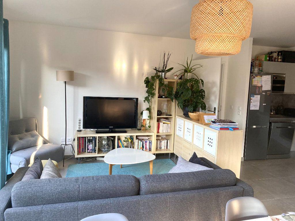 Appartement à louer 4 77.3m2 à Romainville vignette-1