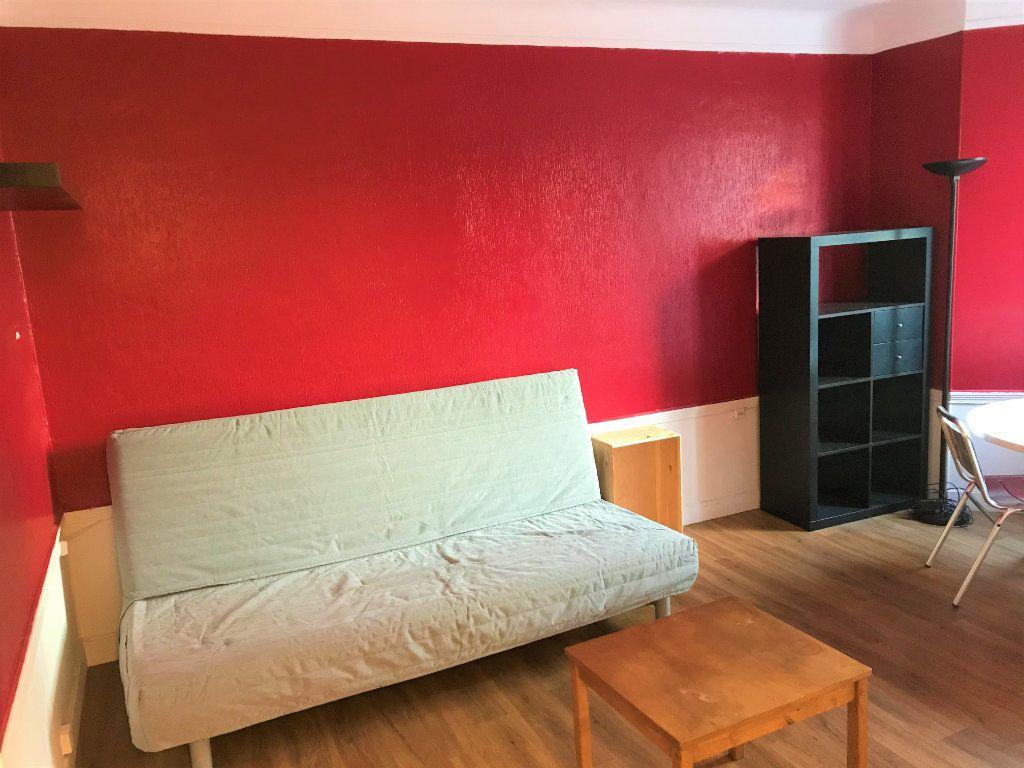 Appartement à louer 1 24m2 à Boulogne-Billancourt vignette-1