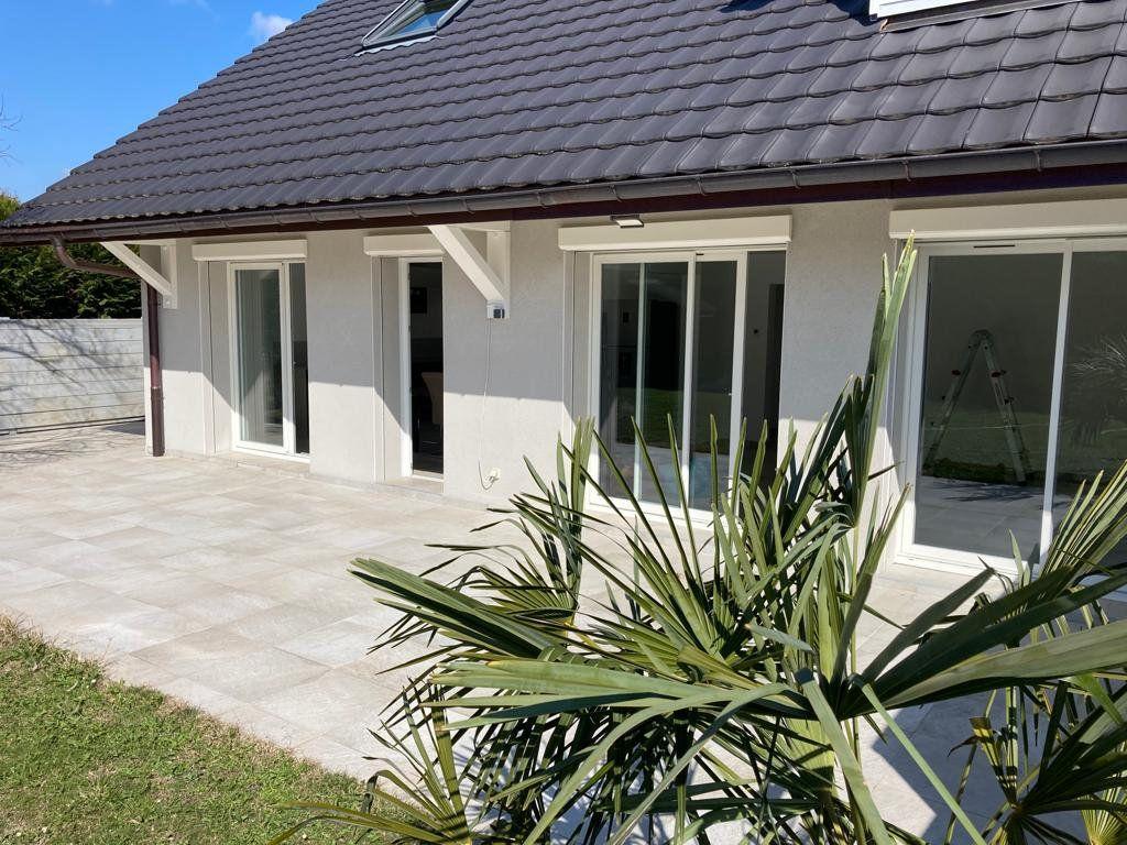Maison à louer 4 130m2 à Veigy-Foncenex vignette-1