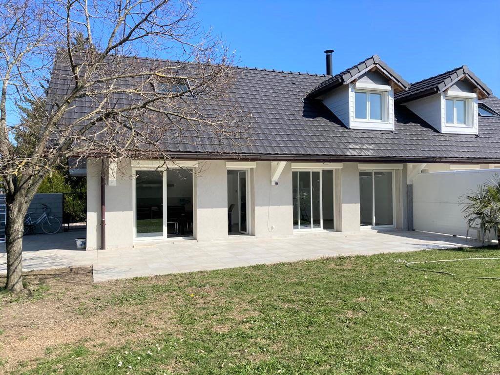Maison à louer 4 130m2 à Veigy-Foncenex vignette-2
