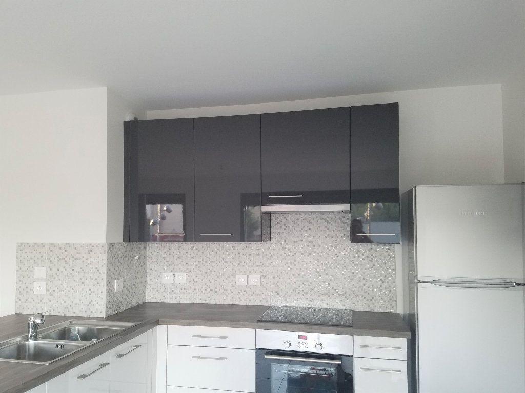 Appartement à louer 4 84m2 à Veigy-Foncenex vignette-3