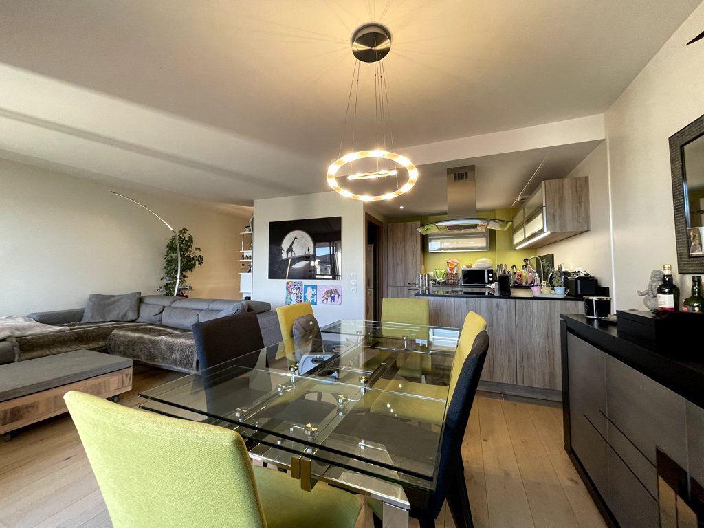 Appartement à vendre 3 76m2 à Veigy-Foncenex vignette-3