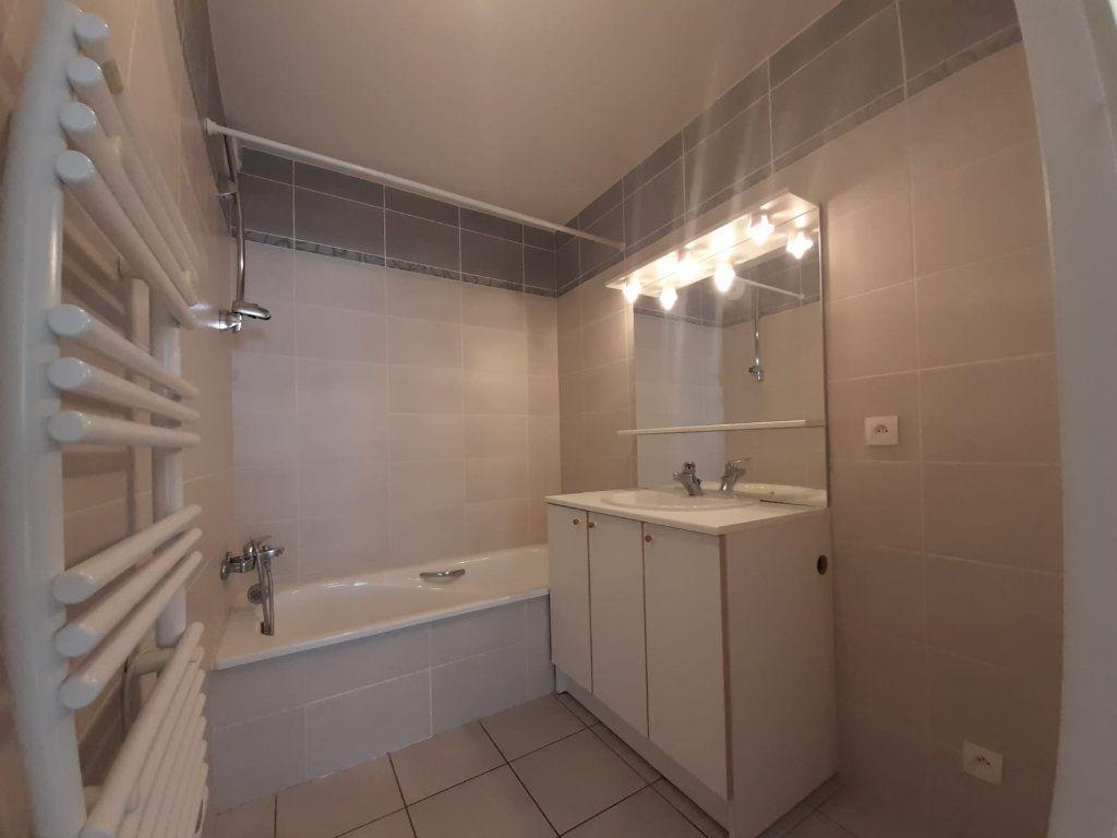 Appartement à louer 2 45.45m2 à Veigy-Foncenex vignette-5
