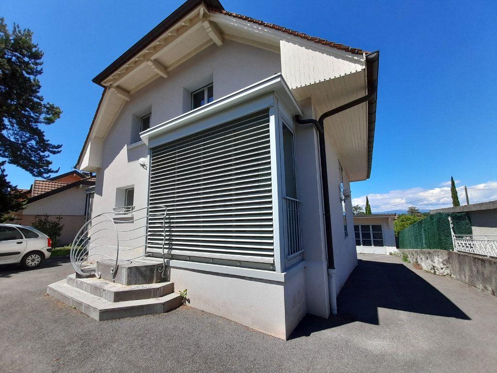 Maison à louer 6 143.51m2 à Saint-Cergues vignette-12