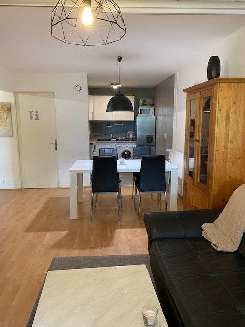 Appartement à louer 3 61.9m2 à Veigy-Foncenex vignette-2