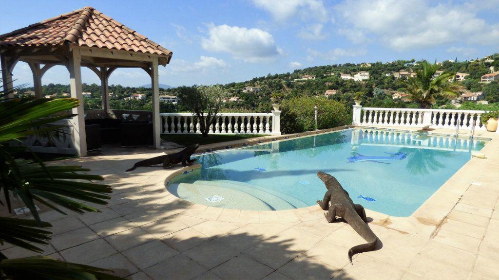 Maison à vendre 5 220m2 à Les Issambres - Roquebrune-sur-Argens vignette-1