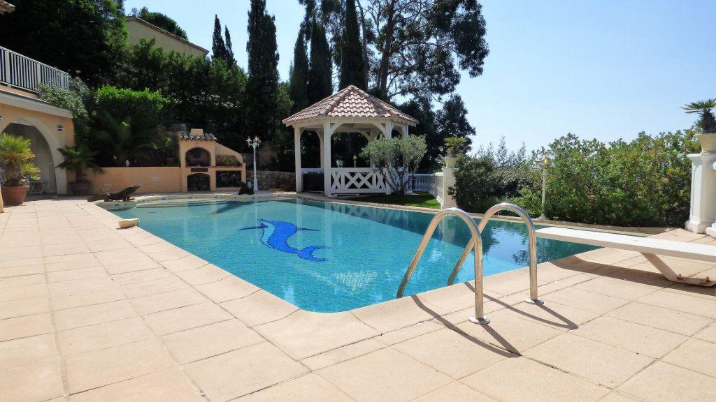 Maison à vendre 5 220m2 à Les Issambres - Roquebrune-sur-Argens vignette-2