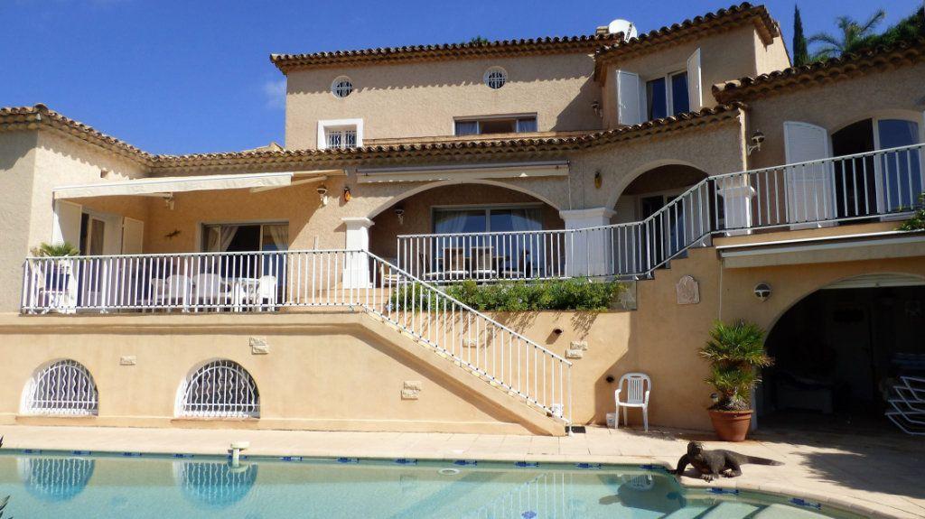 Maison à vendre 5 220m2 à Les Issambres - Roquebrune-sur-Argens vignette-3