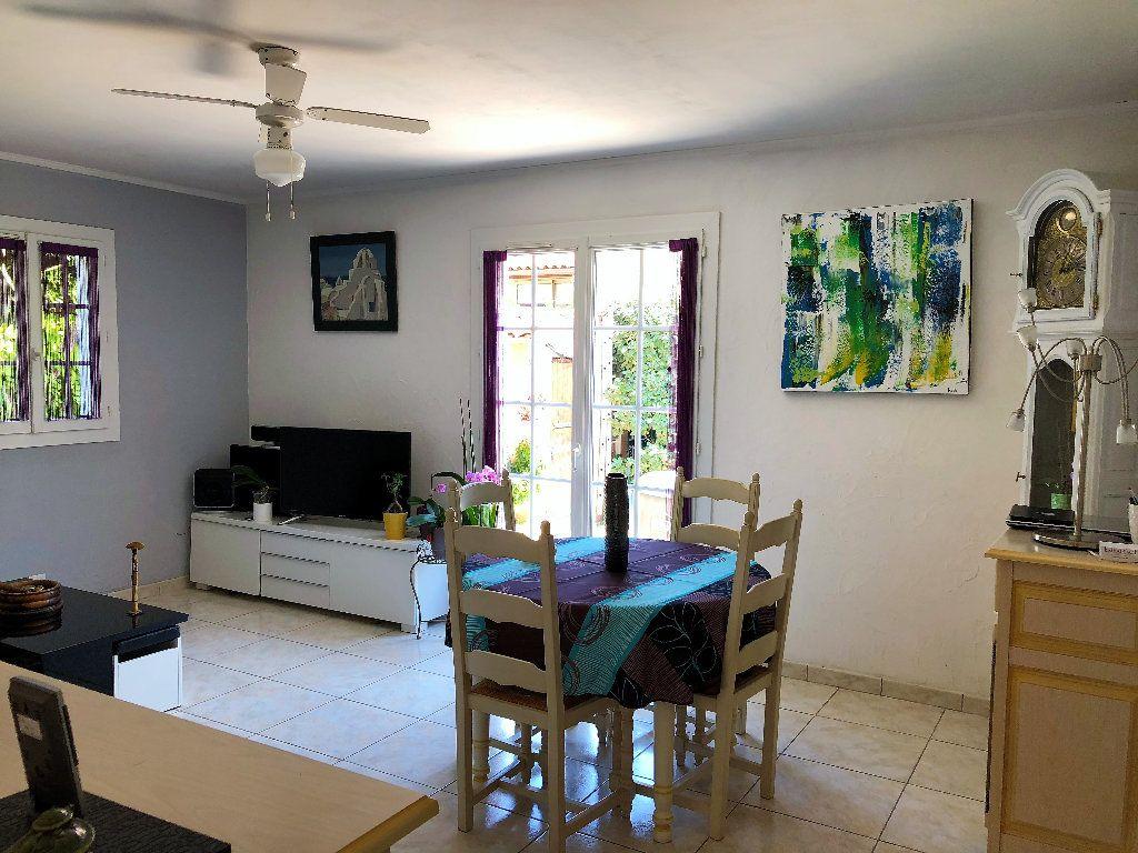 Appartement à vendre 3 70m2 à Fréjus vignette-2