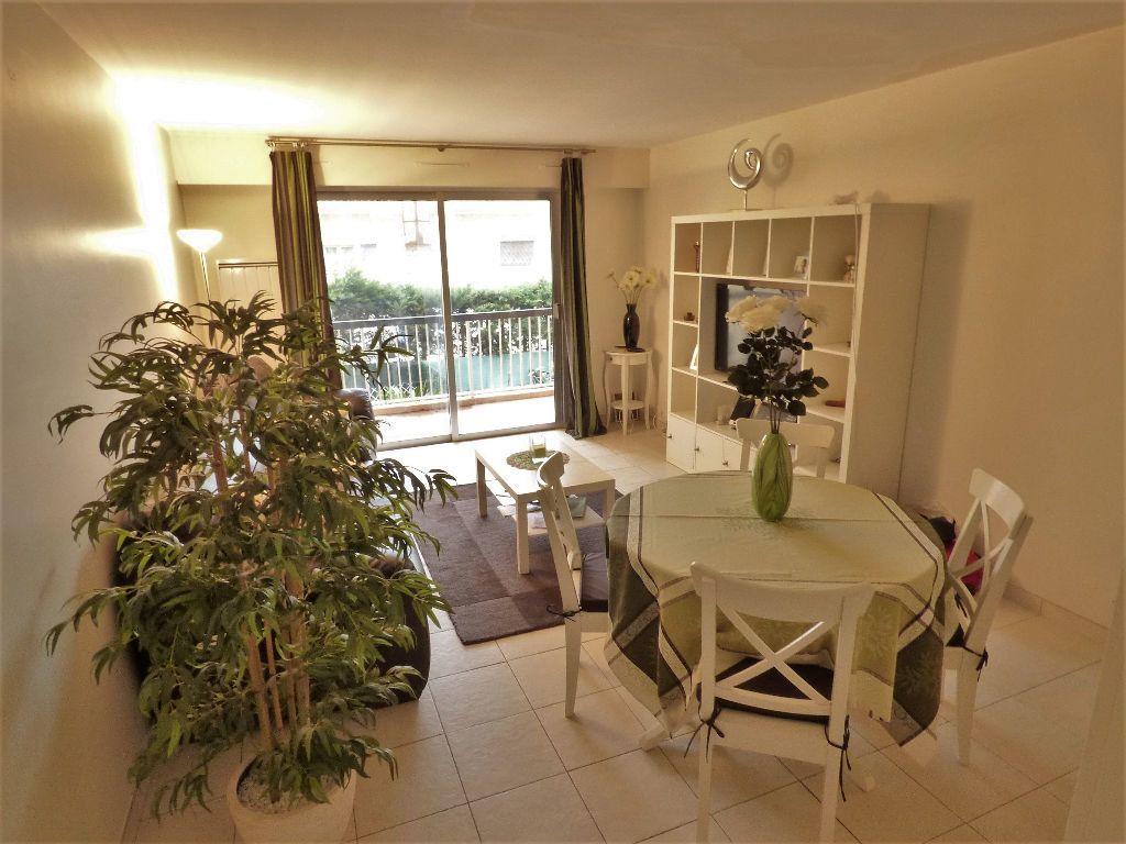 Appartement à vendre 3 61m2 à Fréjus vignette-1