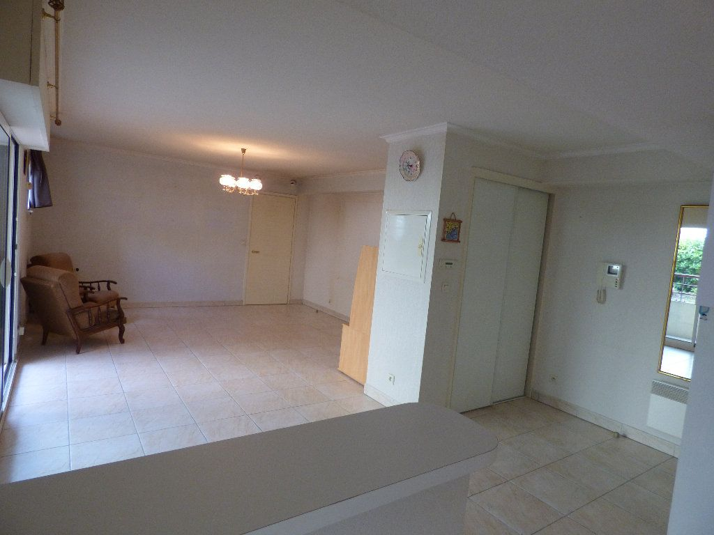 Appartement à vendre 2 57m2 à Fréjus vignette-2