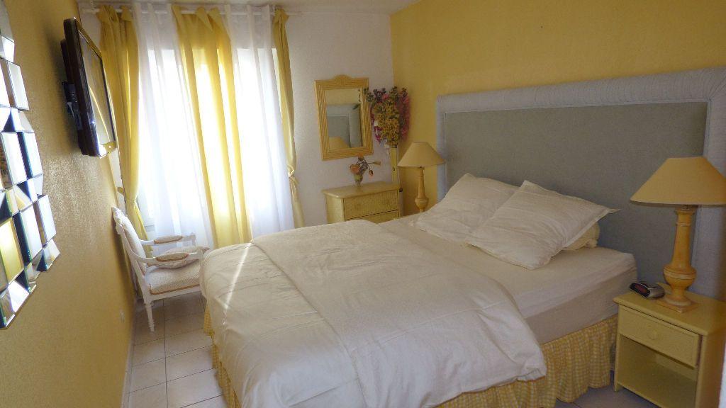 Appartement à vendre 4 81.38m2 à Fréjus vignette-3