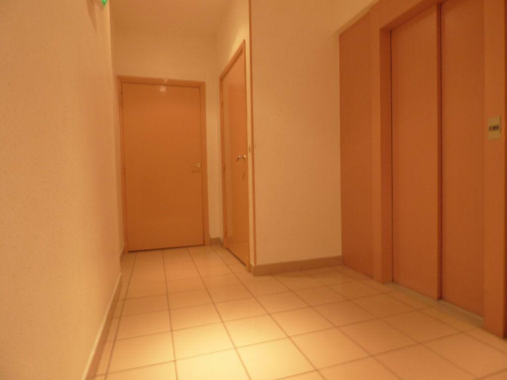 Appartement à vendre 4 81.38m2 à Fréjus vignette-12