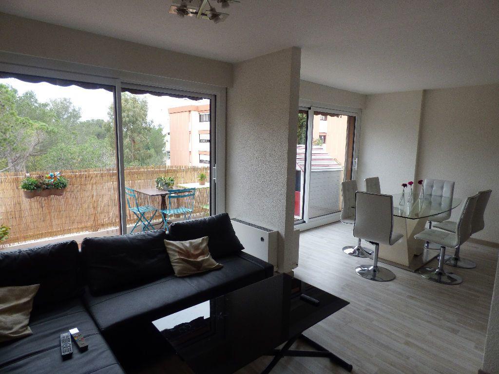Appartement à vendre 4 84m2 à Saint-Raphaël vignette-2
