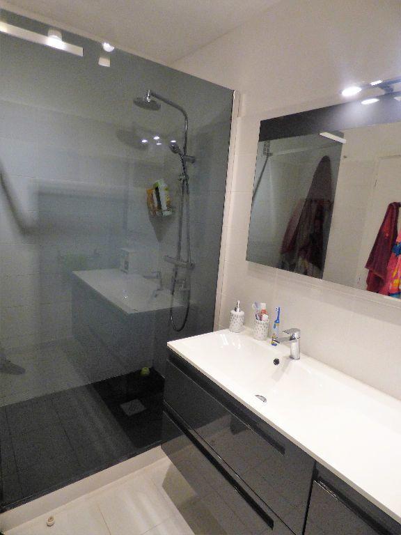 Appartement à vendre 4 84m2 à Saint-Raphaël vignette-6