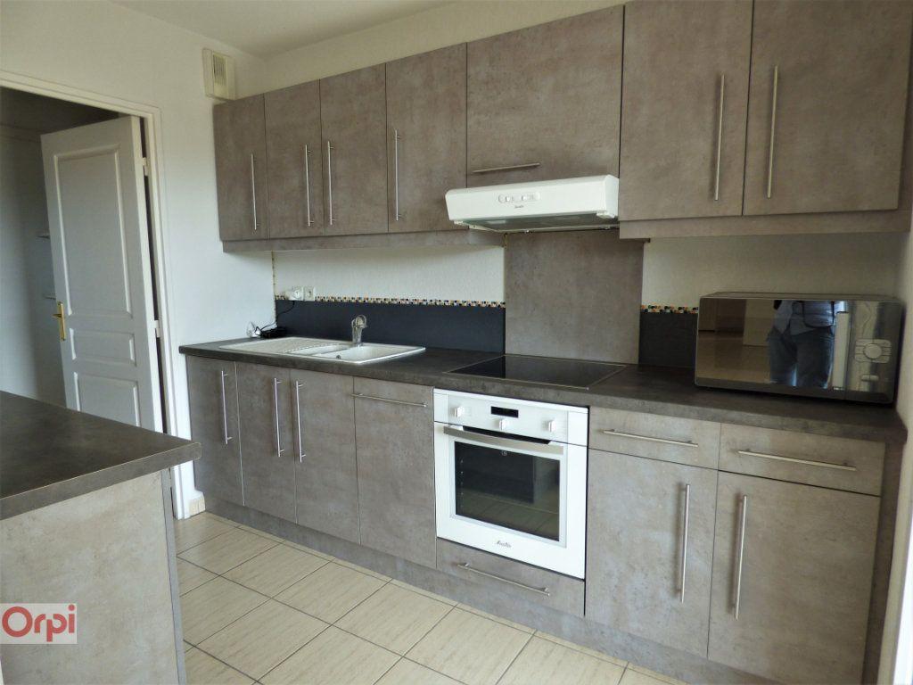 Appartement à vendre 3 76m2 à Saint-Raphaël vignette-3