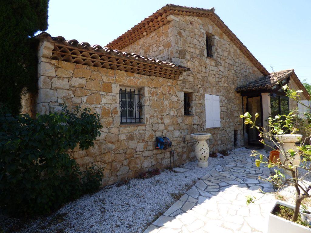 Maison à vendre 6 183m2 à Saint-Raphaël vignette-1