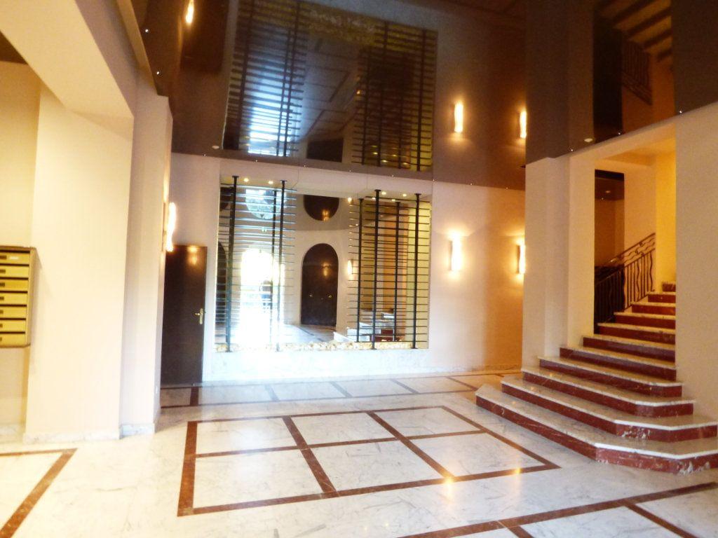 Appartement à vendre 2 61.03m2 à Saint-Raphaël vignette-2