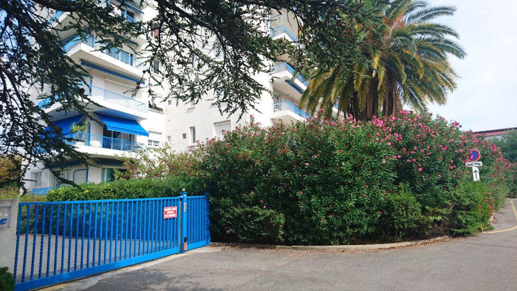 Appartement à vendre 3 62.8m2 à Saint-Raphaël vignette-1