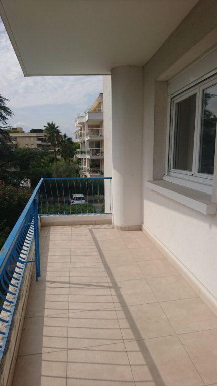 Appartement à vendre 3 62.8m2 à Saint-Raphaël vignette-2