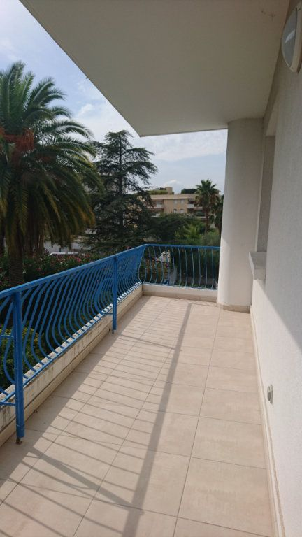 Appartement à vendre 3 62.8m2 à Saint-Raphaël vignette-4
