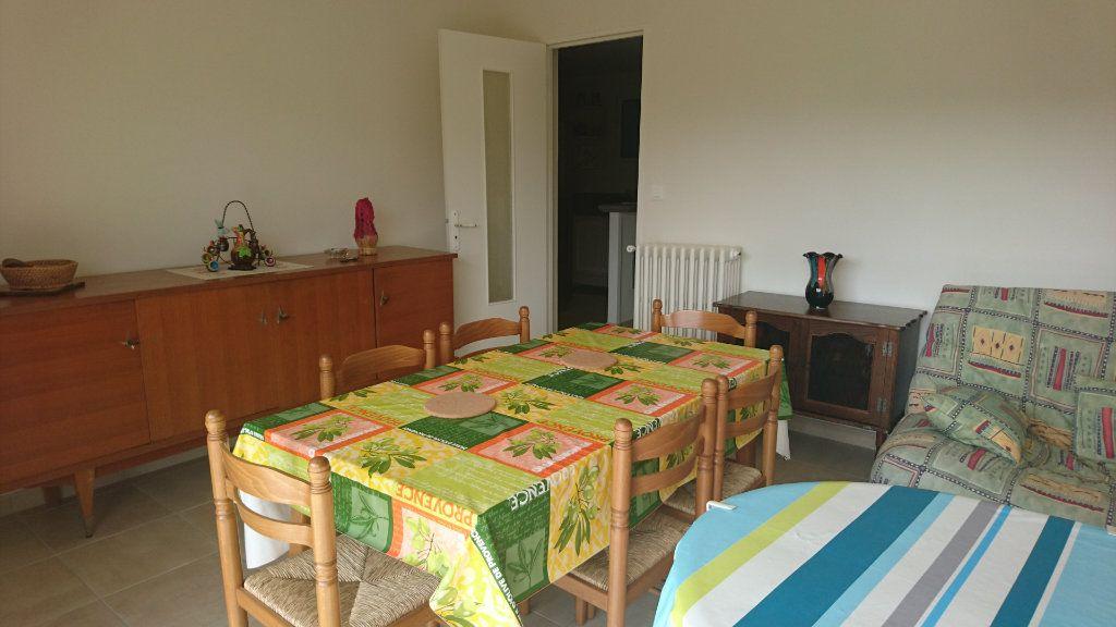 Appartement à vendre 3 62.8m2 à Saint-Raphaël vignette-5