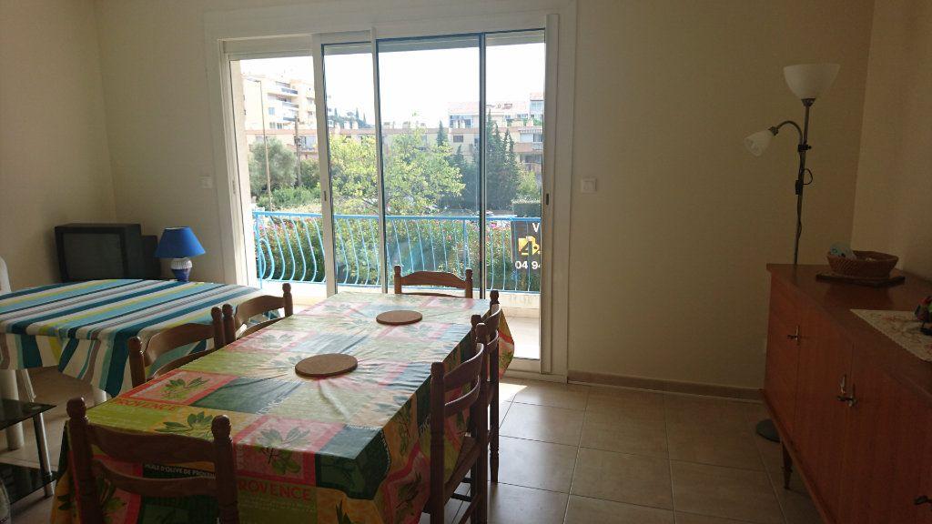 Appartement à vendre 3 62.8m2 à Saint-Raphaël vignette-6