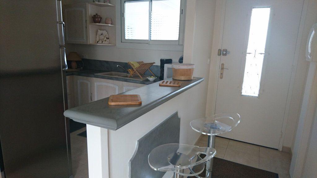 Appartement à vendre 3 62.8m2 à Saint-Raphaël vignette-8