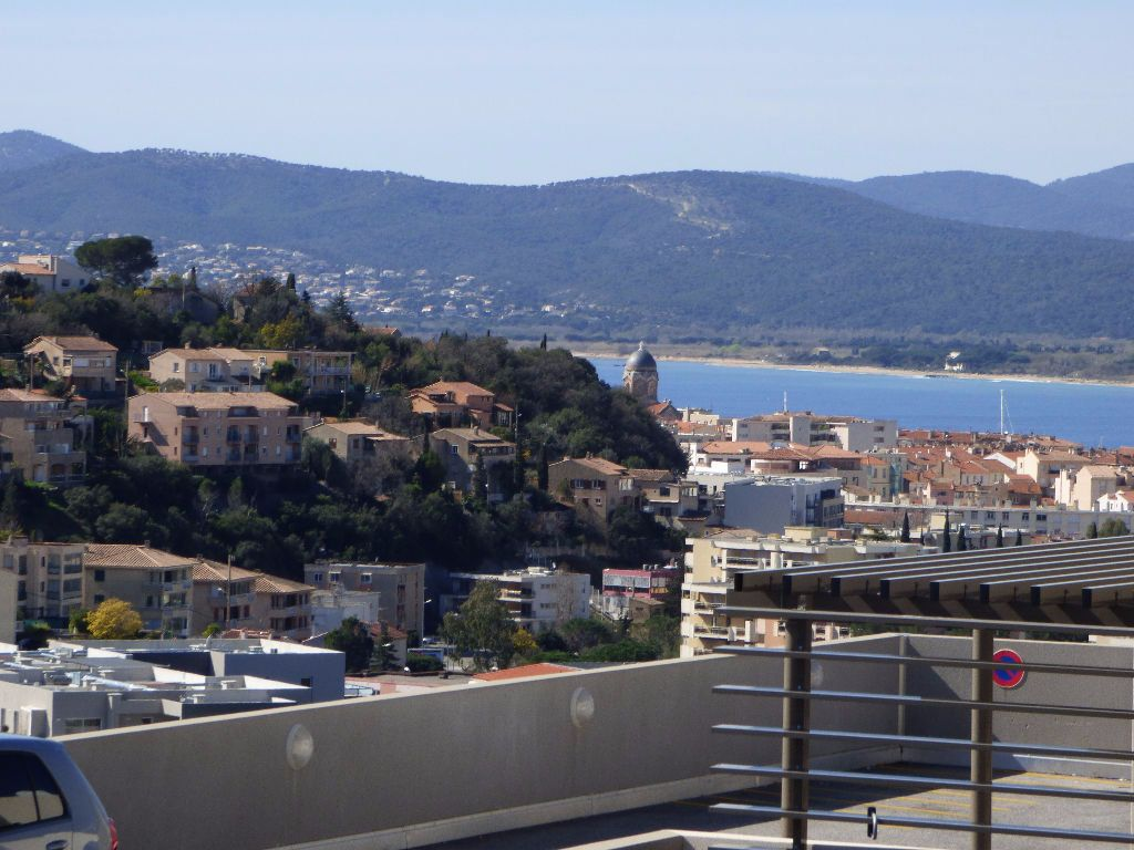 Appartement à vendre 3 71.31m2 à Saint-Raphaël vignette-1