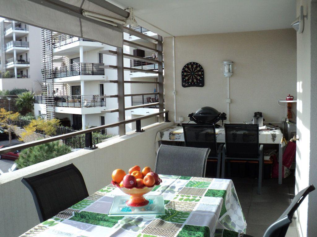 Appartement à vendre 3 71.31m2 à Saint-Raphaël vignette-2