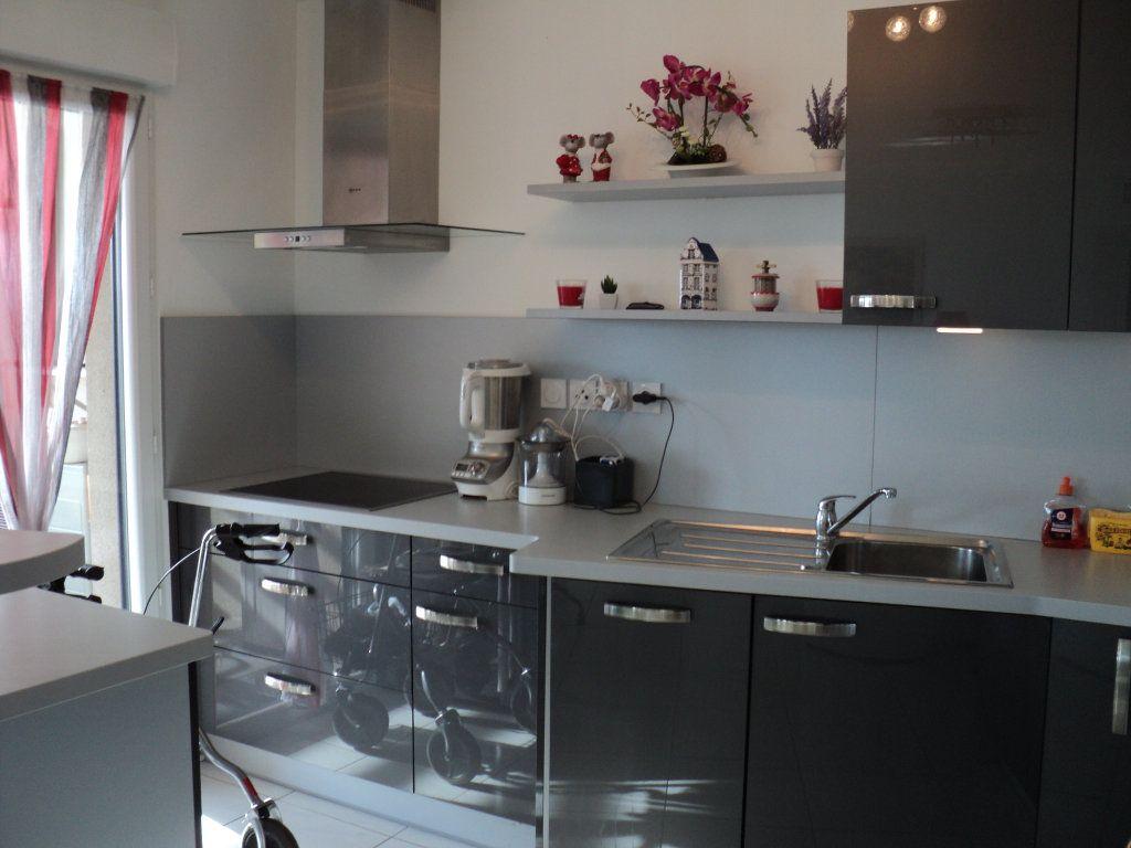 Appartement à vendre 3 71.31m2 à Saint-Raphaël vignette-3