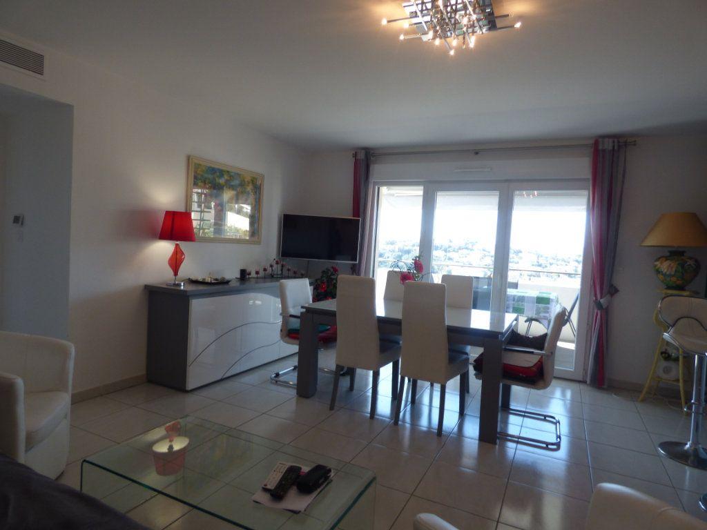Appartement à vendre 3 71.31m2 à Saint-Raphaël vignette-4